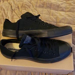 Black on Black converse lo